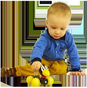 Jouet en bois à tirer et à pousser Greenkid. Corbeau en bois à roulettes avec corde pour les filles et les garçons d´un fabricant tchèque de jouets en bois Abafactory.