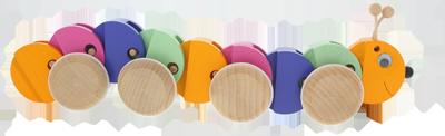 Chenille à tirer - jouet en bois Greenkid. Abafactory - fabricant tchèque de jouets en bois de haute qualité et sécurité.