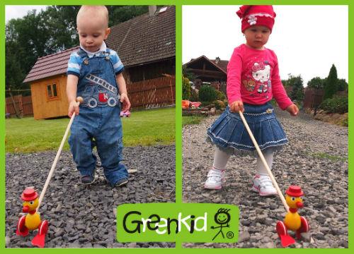 Jouets en bois de qualité Greenkid - jouets à pousser qui claquent au design original. Canard coloré et gai pour les filles et les garçons à partir d´un an. Abafactory - produit tchèque sûr pour enfants.